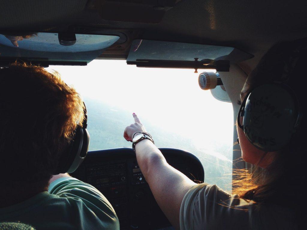 Renovación licencias y habilitaciones de avion y dron en Sevilla. Escuela de pilotos.